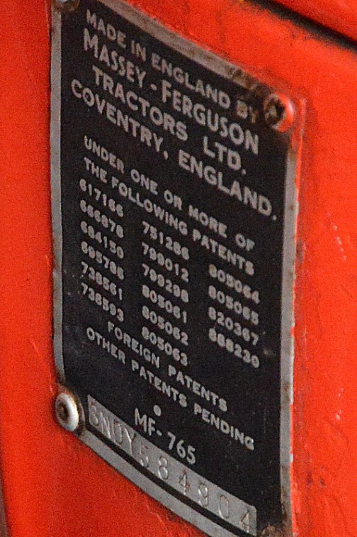 拡大してみます。MADE IN ENGLAND BY MASSET-FERGUSON TRACTORS LTD,COVENTRY,ENGLAND・・・ちゃんと英国製!