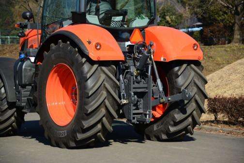 宇都宮のろまんちっく村で開かれた「JA&クボタ 全力応援夢農業2016」で見た、クボタトラクター、M7001シリーズ、M7131です。tractordata.comによれば、M7131のエンジンはV6108 4気筒6.1Lディーゼル130馬力。
