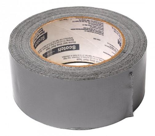 アメリカ人大好きのダクトテープ。銀色で丈夫なガムテープみたいなもの。クルマでもバイクでも壊れるとすぐにこれでなおしちゃう。
