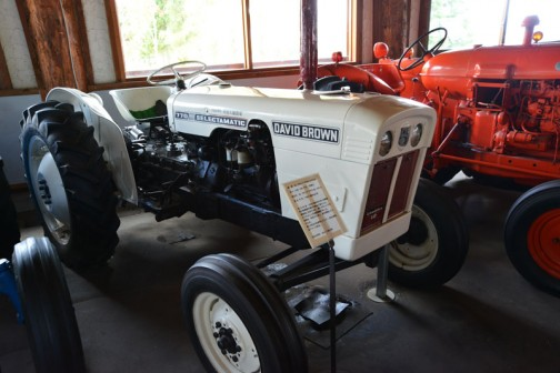デビットブラウン・セレクタマチック770。なかなかきれいな機体です。tractordata.comによればDavid Brown Selctamatic770は1965年〜1970年まで製造され、エンジンは3気筒2.4Lディーゼル35馬力となっています。