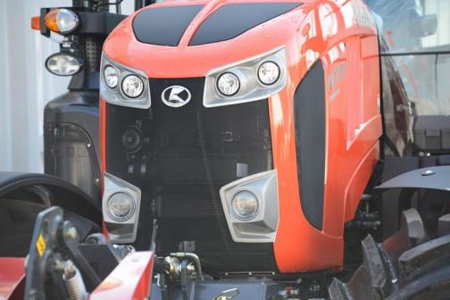ここの展示の唯一の顔写真。tractordata.comによるとクボタM7171はV6108型4気筒ディーゼル6.1Lの170馬力になっています。