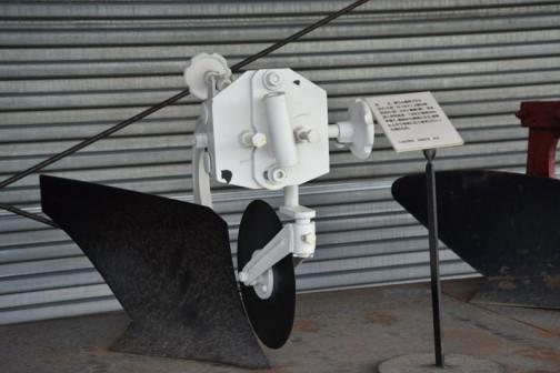 品名:耕うん機用プラウ 形式・仕様:N-10×1 8馬力用 製造社・国:スガノ農機 日本 導入使用経過:1963(昭和38)年導入。馬耕から機械になり、能率も上がり各地に広く普及していった頃のもの。