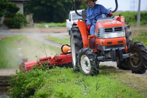 先日、6/12日に予定されている全員での草刈りの前に、スライドモアでの草刈りをMさんに行ってもらいました。