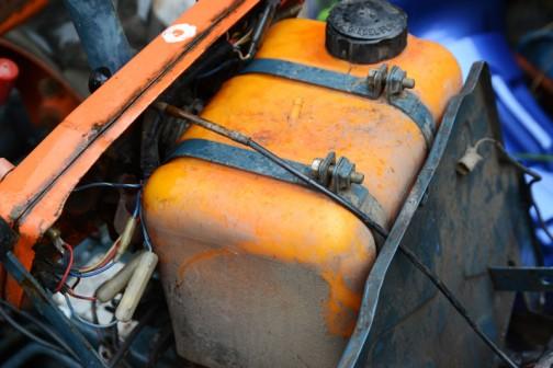 そしてその燃料タンク、樹脂製なんですよね。何だか画期的。