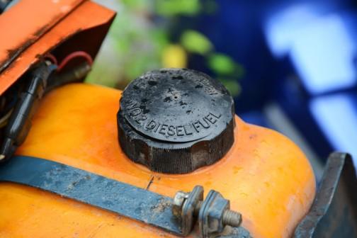 キャップを見るとつい撮りたくなってしまう・・・ディーゼル軽油 NO2 DIESEL FUEL と書いてあります。2番軽油とは??