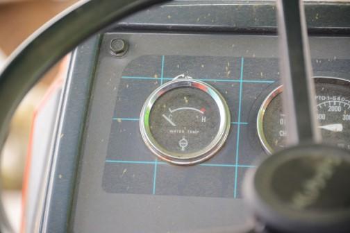 NEW L1-5シリーズはこのようなアナログメーターではないと思います。(カタログではよくわからないのですが)四角いパネルに丸いメーターが寂しげ。