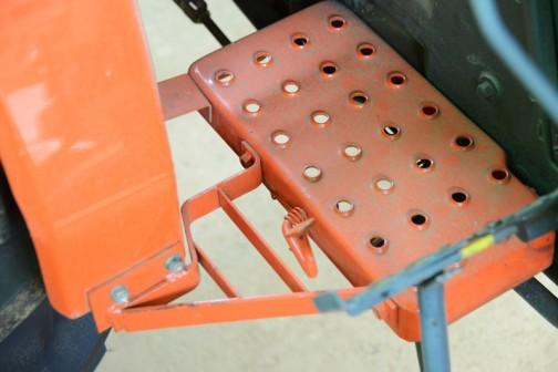 クボタL245-Ⅱ DTはグレーだったのですが、同じ形状でこちらはオレンジ。