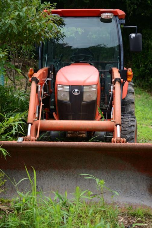 tractordata.comによれば、クボタL6060は4気筒直噴2.4Lターボディーゼル62馬力/2600rpm。2013年〜の現行モデルです。