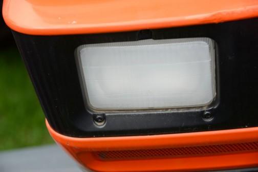 tractordata.comによるとクボタM9000はMシリーズと書いてあり、1997年〜 2005年 。エンジンはクボタV3300-TIE型水冷4気筒ディーゼル3.3Lのエンジンは、2600rpmで92馬力を発生させるそうです。