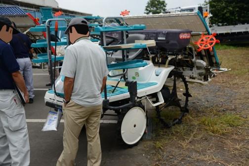 クボタ田植機、SPU500-IFです。SPU500しか見つからなかったので、SPU500で見ると農研機構の安全鑑定ではSPU450Pとして鑑定を受けたのが2003年。
