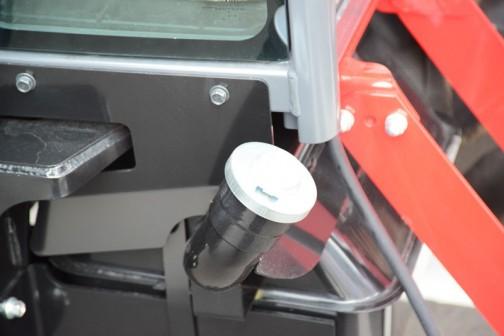 三菱トラクタGA500XUV。写真が白飛びしちゃいました。タンクキャップは金属製で鍵付き。