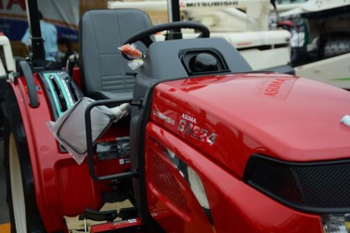 三菱マヒンドラ農機トラクタGSE24JY5VB 価格¥2,454,840 23馬力 水平自動 機械式耕深自動 逆転PTO パワーステアリング 倍速旋回 オートブレーキターン クイックアップ 旋回アップ バックアップ Vロータリ装備で畑作に抜群