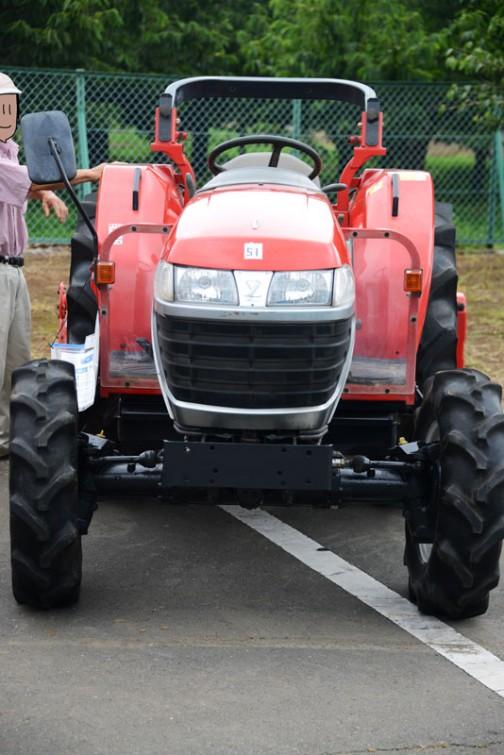 農研機構の安全鑑定番号検索?(検索が全角英文字、全角数字なのでやりにくいです)によるとヤンマーのEF330は1496cc30馬力/2700rpm。2002年に安全鑑定を受けているみたいです。