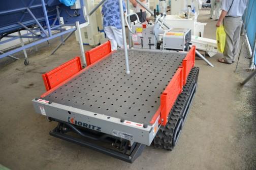 まずは見慣れない機械から・・・やまびこ 高所作業車 KCG301SEDX 中古価格¥300,000