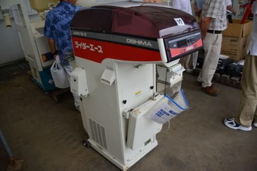 オオシマ 計量器 ARN12-3 中古価格¥71,000 網目1.80ミリ。重量スイッチ不良(パネル表示されない)。成約後対応実施。 新潟県上越市の会社で沿革では昭和4年に動力脱穀機「覇王号」生産開始・・・と書いてあります。覇王・・・すごいですね。新潟も農機具の会社が強いです。