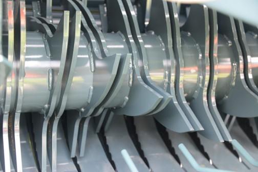 STAR農機 中型カッティングロールベーラ TCR2240AN 作業目的・稲ワラ・麦わらから牧草まで無駄なく丁寧に回収 製品特長 ・全自動 ・ラクラク旋回の倍速ヒッチ ・パワー全開のワイドピック ・灯火装置、ゲージホイール標準装備 ・スチールローラ方式 適応トラクター馬力 40〜80PS 規格(梱包サイズ) 100cm〜100cm 作業速度 4〜8km バインディング ネットバインディング メーカー希望小売価格 ¥4,557,600(税込)