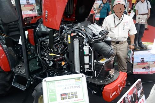 ヤンマートラクター YT2シリーズ YT228 YT228,XUQKS7(キャビン仕様) 価格¥4,077,000 Jチェンジ ノークラッチ10段変速 前輪倍速 パワステ ノークラッチブレーキストップ ローラリー1.5m耕耘機 クイックヒッチ 自動水平 バック上昇旋回上昇 吊り下げオート制御  YTYT228,XUQ仕様 全長2915mm 全幅1340mm 全高1995mm 本気重量1240kg 張り機/排気量 28ps/1642cc 油圧揚力1200kgf 前タイヤサイズ6-14 後タイヤサイズ11.2-24H 大型特殊免許不要