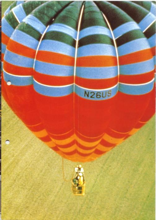 印象的。でもムダに紙面を取っているとも言える熱気球の写真・・・実際には農作業をする二人のためのトラクターですが、恋人向けとしか思えないコピー。意識的なんでしょうけど・・・