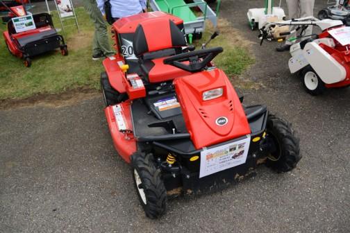 アテックス 乗用草刈機「刈馬王」R-983Z 価格¥883,440 ・20PS・HSTレバー・刈幅980mm