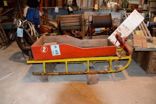 ①馬橇(ばそり) 雪道 馬で荷物の運搬 昭和25年頃まで使用 ②客 馬橇(ばそり) 昭和10年頃