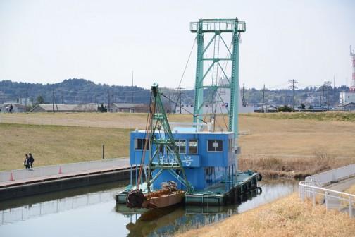 利根川沿いの「道の駅さわら」近くのドックに繋留されていた、浚渫船「利根号」。すごく間近で見られるので、ちょとコーフンします。