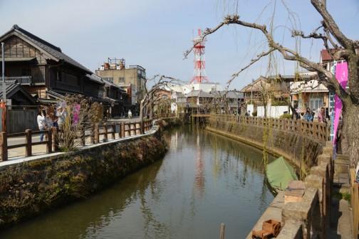 まったくの想像で裏付けがあるわけでもないのですが、船を使った交易の街だったのでしょう。旧市街は川を中心としたコンパクトシティ。