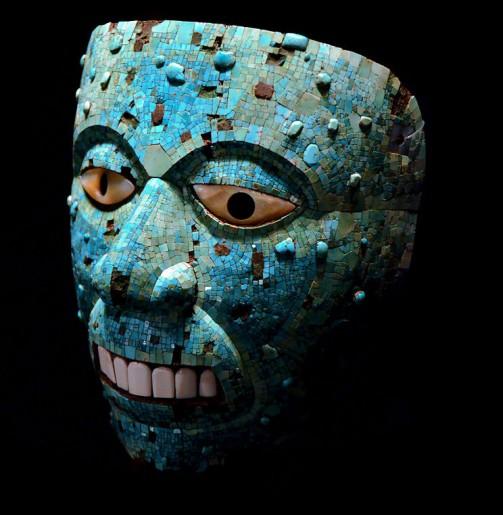 アステカの火神シウテクトリのターコイズモザイクを使った仮面(写真はウィキペディアより)
