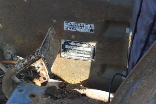 銘板です。ヰセキTS2210 1.184ℓ 22PS/2600rpmと書いてあります。1184ccなんだ!