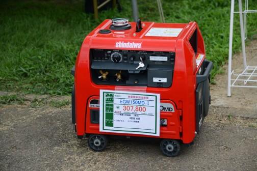 やまびこ 発電兼用溶接機 EGW150MD-I 価格¥307,800 ★メーカー希望価格¥599,400 ★150Aクラス 3.2ミリ溶接棒  このあいだ、僕の友達がトラックに載せておいたこういう溶接機を盗まれました。いつもとはちょっと違う、少し目立つところに2〜3日停めておいたところ、やられてしまったそうです。今まで持っていたものをまた買わなくちゃいけないというのは、本当にむなしく泣けてきますね。しかもこんな値段です。