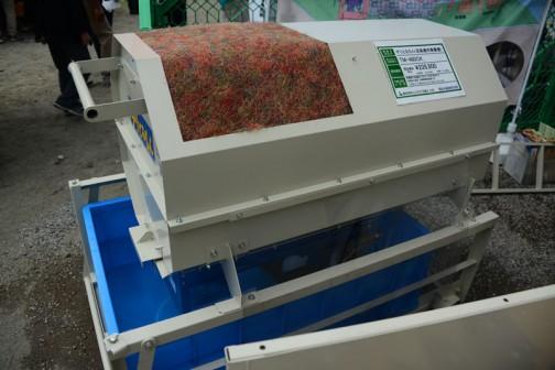 ユニークな名前・・・埼玉県羽生市の金子農機株式会社の「チリとるもん」(送風機用集塵機)。TM-480CK 価格¥226,800 乾燥機の送風機から出るチリを取り除きます。自動給水装置、乾燥機連動装置付き。 その他、ダクト径420φ、530φ、580φもございます。