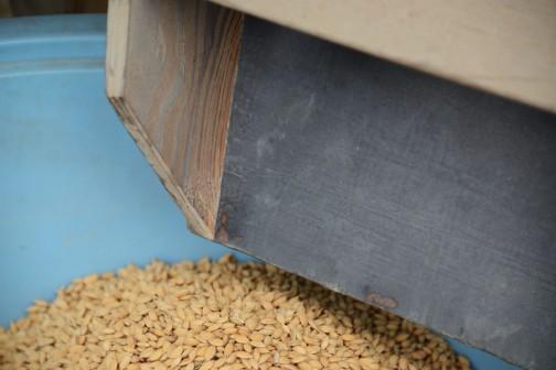こういうところ、籾で磨かれてピカピカになっています。しかも籾の油で黒っぽく・・・