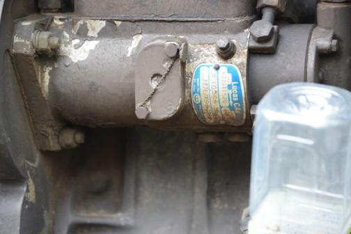 燃料ポンプには銘板が残っています。