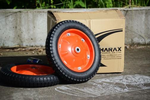 これがそのタイヤです。HARAX(ハラックス)の製品ですね。 #ボックスカートレース #レッドブルボックスカートレース #RedBull