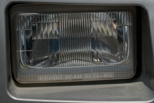 ヘッドランプを拡大してみます。銘はKNIGHT BEAM!
