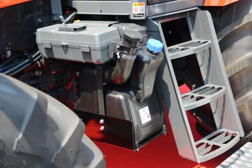 クボタGENEST M125GEFQBMSR4 価格¥14,856,480 強力なパワー&トルクと低燃費、低騒音 国内特自排ガス4次規制適合 フル電子制御コモンレールエンジン LED作業灯・オートエアコン エアサスペンションシート 快適装備満載のワイドキャビン