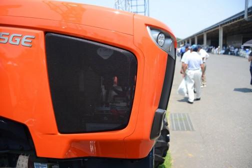 クボタ新型トラクター「ジェネスト」M115GEの横顔。