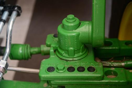 ピボットフェンダーのピボットが違います! 全体的に丸みを帯びた鋳物になってます。メーカーはわからないけど、今まで見てきたものとは明らかに違います。