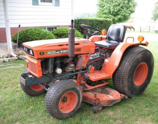 これもネットで探した写真です。全く同じ芝刈り機仕様なのに、眉間のマークは牛さんマーク。