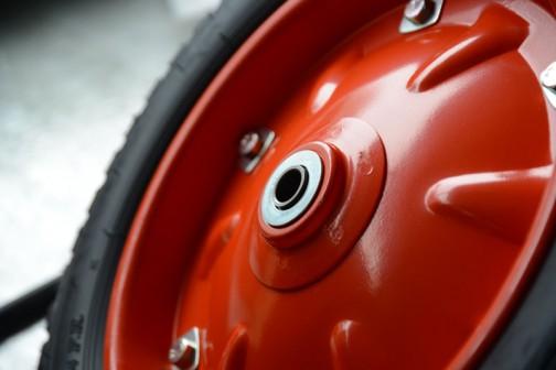 そうこうしているうちに、協賛していただいた伊藤産機株式会社さんから新品のタイヤが届きました。