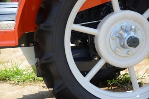 クボタ BullStar EXTRA 超幅狭トレッド仕様 JB13XN 価格¥1,258,200 うね間に入れるタイヤ通過外幅 770mmで乗用化を実現!! 水冷4サイクル3気筒立型ディーゼル(E-TVCS)719cc 13.5馬力