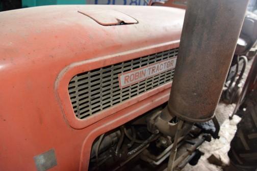 渋沢社史データベースには、昭和38年(1963)5月24日 ロビン四輪トラクターT11型、T21型生産開始とあります。