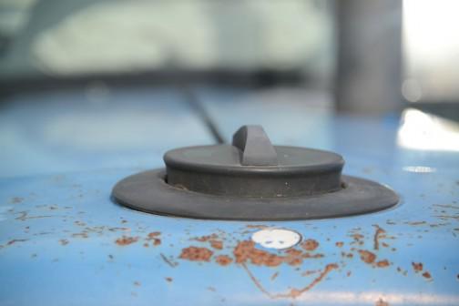 タンクキャップ、センターマークですね!本当に。いつだってこの向きに納まるのでしょうか・・・