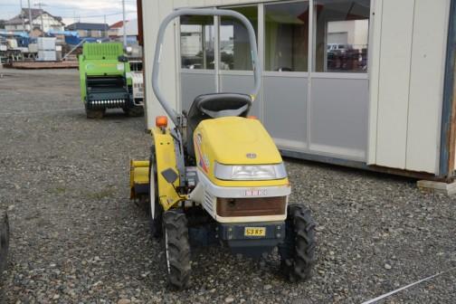 ヰセキピッコロTC13は形式名だと、ヰセキ T0614 農研機構で調べてみると、登録は1999年生まれの20世紀最終型です。