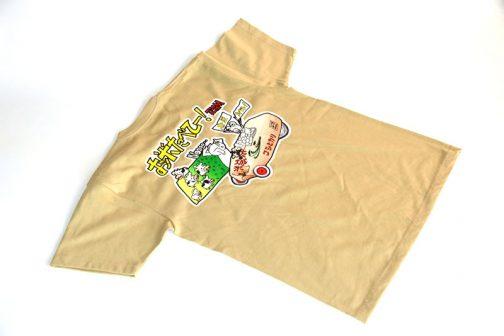 背中はTEAMロゴです。基本は米袋色ですが・・・