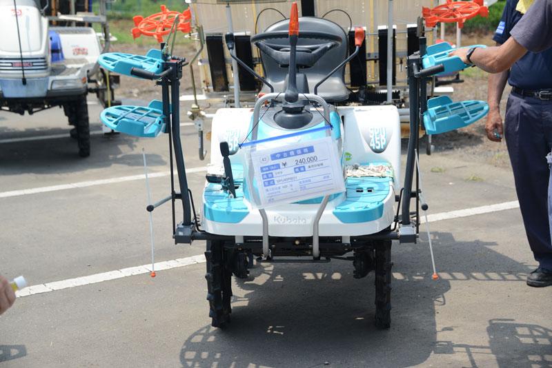 クボタ 乗用田植機 SPU45PSDY 中古価格 ¥240,000 購入初年度H22年 4条植え田植機でしょうか?