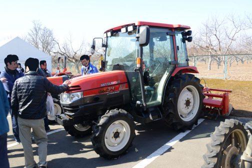 三菱トラクターGX34は農研機構のサイトで調べると2004年の登録で4輪駆動 機関25.0kW{34PS}/2500rpm  1.758L となっています。