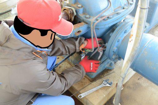 圧の取出し口が詰まってました。これを突っついて貫通させて修理完了!