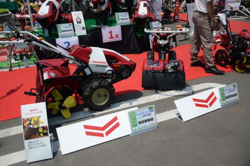 左、ヤンマー ミニ耕耘機ALL-IN-ONE 6.3馬力 YK650MR,UVHL 価格¥259,200 後は読めず 右、ヤンマー ミニ耕耘機ALL-IN-ONE 6.3馬力 YK650MR,ZL 価格¥255,960 広さ目安60坪以上 デッドマンクラッチ 変速段数F2R1 耕幅550mm 最大耕深17cm 簡易うねたて