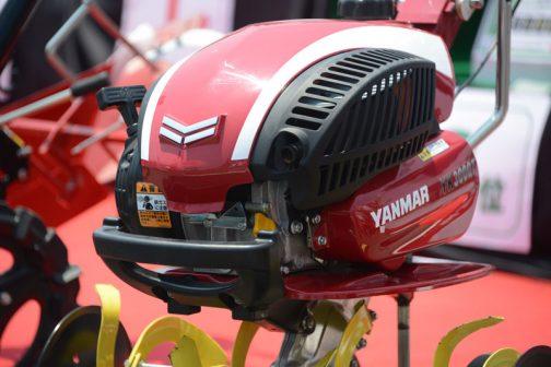 ヤンマー ミニ耕耘機(車軸タイプ)YK300QTです。自転車のヘルメットみたい。実はあまたあるヤンマーの管理気の中でこれが一番気に入りました。