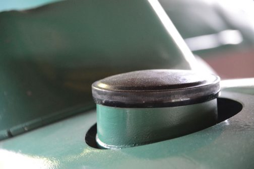 燃料タンクキャップ。こういう薄型タイプ好き。